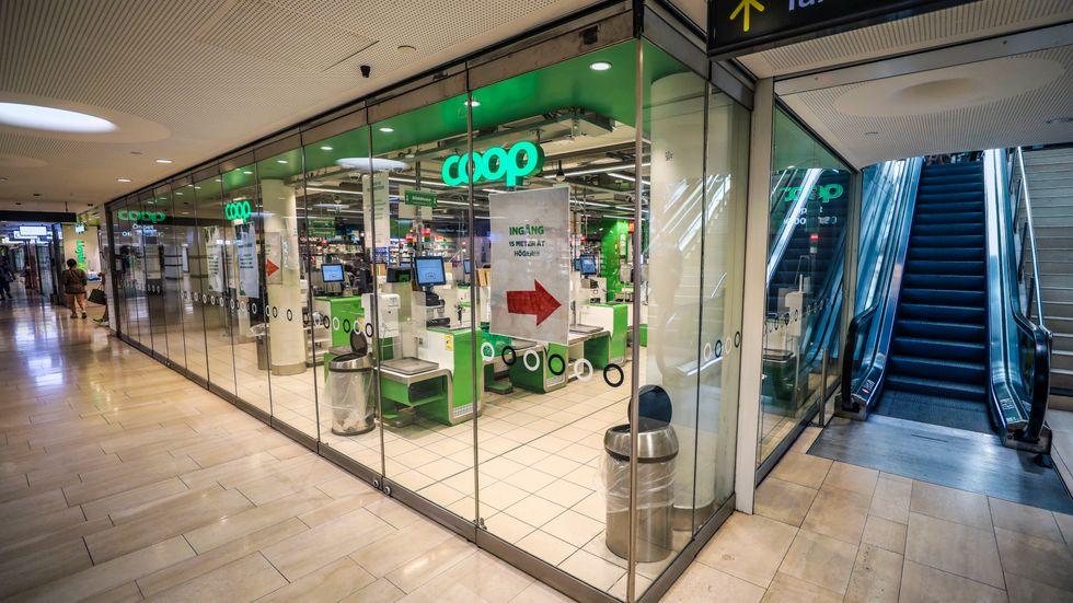 Coop har drabbats av en it-attack som fortfarande håller en majoritet av matkedjans butiker stängda.