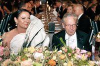 Minister för högre utbildning och forskning Matilda Ernkrans (S), Peter Handke, Nobelpristagare i litteratur och Caroline Parmelin vid honnörsbordet.