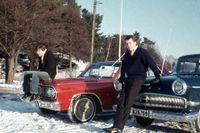 Beatlesbootsen är på när Peter och Lasse poserar intill sina åk.