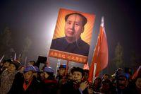 Kineser firar Mao Zedongs 122:a födelsedag i ledarens hemstad Shaoshan i södra Kina den 25 december 2015.