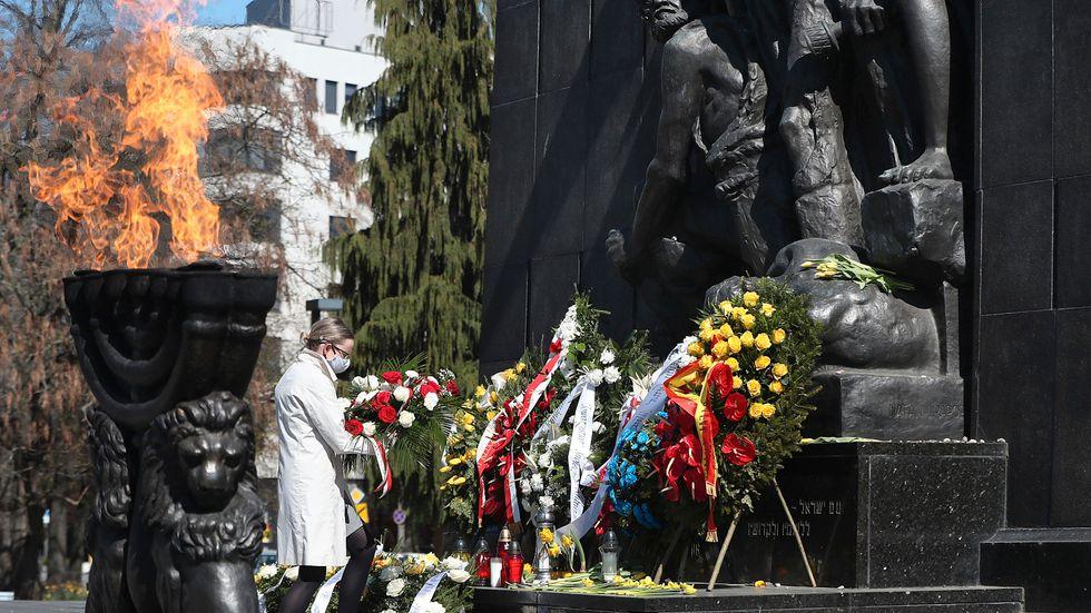 Monumentet till minne av upproret i Warszawagettot. Arkivbild.