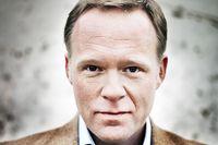 Alexander Söderberg (född 1970) är bosatt på Österlen och har tidigare arbetat som manusförfattare, redaktör och dramaturg. Han debuterar som författare med Den andalusiske vännen.