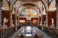 Arkitekterna August Stülers och Fredrik Wilhelm Scholanders Nationalmuseum från 1866 flödar efter renoveringen åter av dagsljus och bjuder på en fri blick ned mot Strömkajen.