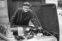 Tryggve Holm blev stålverkschef på Bofors vid fyllda 31. 1948 lyckades han efter hård strid kamma hem ordern att producera alla nya tunnelbanevagnar i Sverige – då som vd på ASJ, Aktiebolaget Svenska Järnvägsverkstäderna. Sedan blev det Saab 1950.