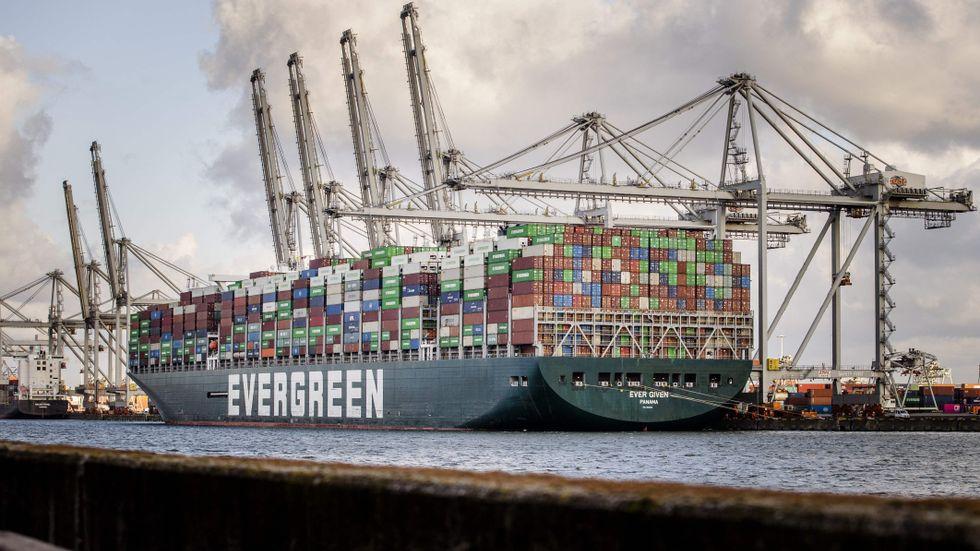 Fraktfartyget Ever Given har kommit fram till Rotterdam.