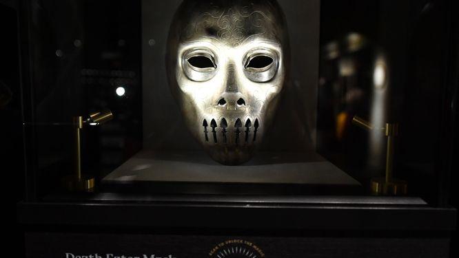 Dödsmask på Harry Potter flagship store i New York. Skaparen av Harry Potter, J K Rowling, hamnade i blåsväder efter att ha luftat sin syn på genusfrågor.