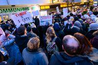 Demonstration utanför kommunhuset i Skurup i januari med anledning av det slöjförbud i skolan som kommunen beslutat om. Flera organisationer stod bakom manifestationen.