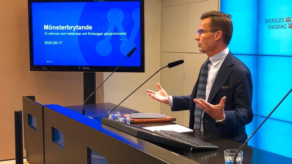 Moderaternas partiledare Ulf Kristersson listar tio förslag som M tror ska vara kraftfulla mot gängkriminella.