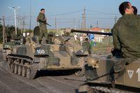 Ryska soldater tre mil från ukrainska gränsen.