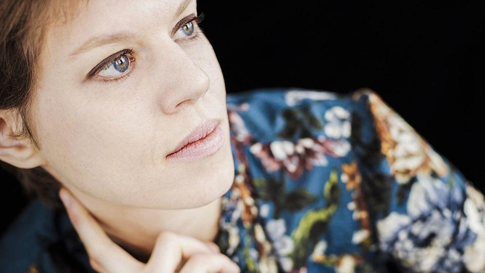 Johanna Nilsson, född 1973 i Uppsala och uppvuxen i Borlänge, skriver vuxenromaner samt barn- och ungdomsböcker. Hon skriver också spänningsromaner, men då under pseudonymen Amanda Lind.