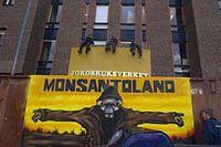 Aktivister från Greenpeace genomförde på onsdagen en aktion mot jordbruksverket i Jönköping.