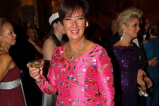Mona Sahlin satsade på en färgstark klänning.