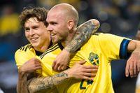 Marcus Danielson kramas om av Victor Nilsson Lindelöf efter nicken till 2–0. De två framstår mer och mer som landslagets mittbackspar när det drar ihop sig till EM-premiär mot Spanien den 14 juni.