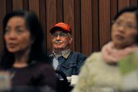 En trumpsupporter ser presidenten tala under ett möte i Texas i januari.