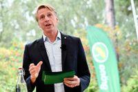 Miljöpartiets språkrör Per Bolund håller sitt sommartal i Järva.