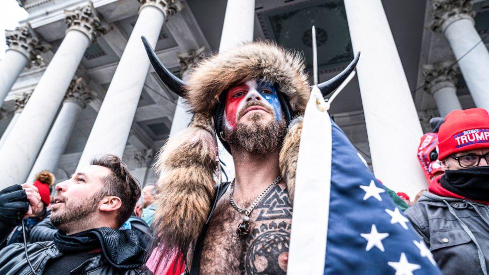 Mannen med horn blev en symbol för stormningen av USA:s kongress i januari.