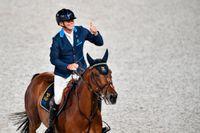 Peder Fredricson gör tummen upp. OS-guldet är klart.