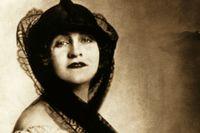 Alma Mahler i ett foto från omkring 1920.
