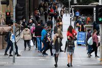 Sydneyborna får bära munskydd ett tag till. Bilden är dock från Melbourne. Arkivbild.