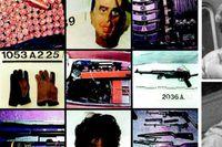 Den danska polisens bilder av vapen, masker ocha annan materiel som Blekingegadeligan använde sig av. Till höger ligamedlemmarna Niels Jørgensen och Holger Jensen, fotograferade  i smyg av polisen.