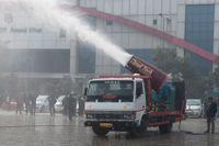 Anti-smog-kanonen provskjuts i Delhi.