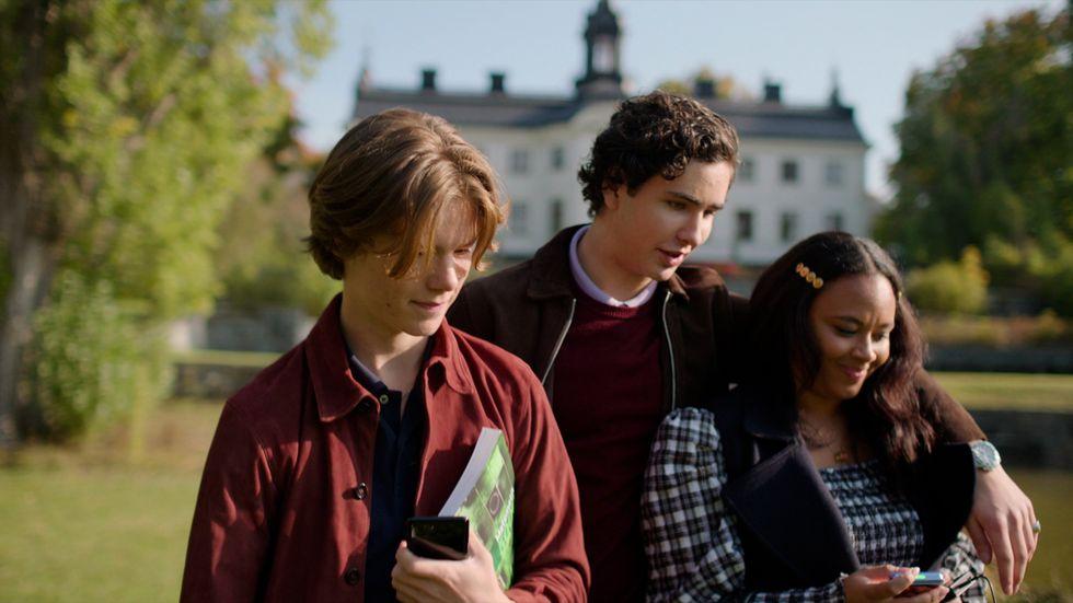 """Edvin Ryding, Malte Gårdinger och Nikita Uggla spelar tre av huvudrollerna i """"Young royals"""". Pressbild."""