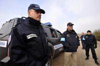 Poliser från gränsbevakningsorganet Frontex vid turkiska gränsen.