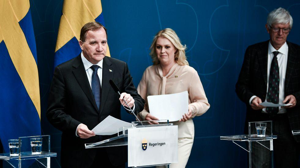 Statsminister Stefan Löfven håller pressträff tillsammans med socialminister Lena Hallengren och Johan Carlson, generaldirektör för Folkhälsomyndigheten.