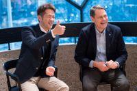 Taku Morikawa, vd för Uniqlo i Europa, tillsammans med Svenska Olympiska Kommitténs verksamhetschef Peter Reinebo när OS-samarbetet presenterades i klädkedjans Stockholmsbutik.