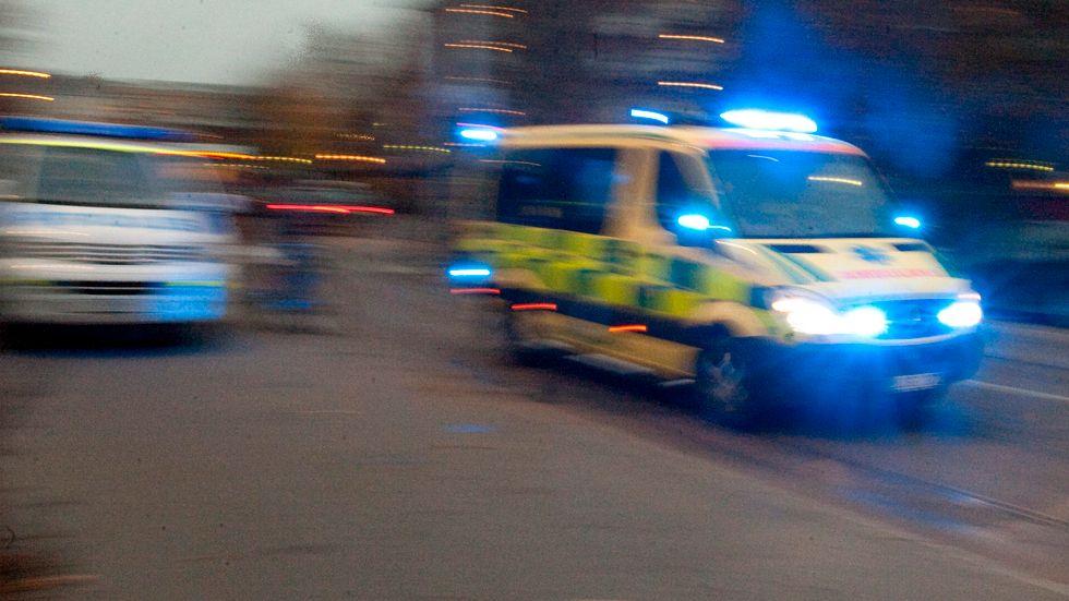 En person omkom och tre skadades allvarligt i en singelolycka utanför Södertälje. Arkivbild.
