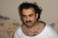 En rättegång mot fem personer som misstänks ha varit med och planerat 11 september-attackerna 2001 planeras till 2021. Här är Khalid Sheikh Mohammad på en bild som togs kort efter att han gripits i Pakistan 2003.