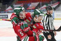 Filip Johansson, till vänster, jublar tillsammans med Robin Alvarez efter Johanssons avgörande mål för Frölunda i segern med 4–3 mot Linköping.