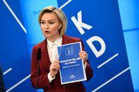 Kristdemokraternas partiledare Ebba Busch Thor presenterar partiets budgetmotion vid en presskonferens den 29 november.