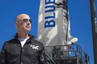 Amazons grundare Jeff Bezos försöker slå Elon Musk och Richard Branson i rymdkapplöpning.