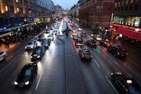Debattörerna vill se lägre hastighetsgränser i våra städer, som här på Vasagatan i Stockholm. Arkivbild.