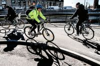 Stockholmscyklister vid Riddarholmen.