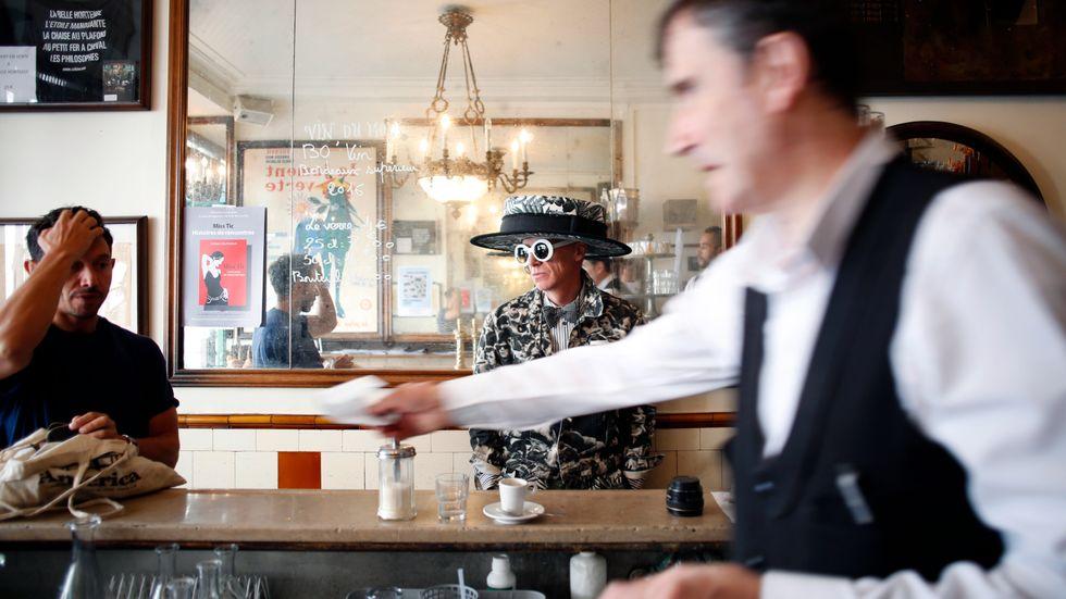 I Paris avgör kläderna vilket bemötande du får.