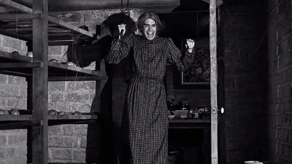 """Anthony Perkins som Norman Bates, här i mammans kläder, i filmen """"Psycho"""" från 1960."""