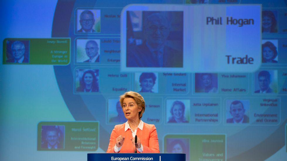 EU:s tillträdande kommissionsordförande Ursula von der Leyen presenterar sin nya kommission på en presskonferens i Bryssel.