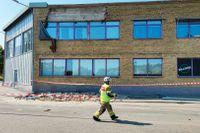 Delar av en vägg i en kontorsbyggnad i Arvika har rasat.