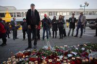 Inrikesminister Anders Ygeman besöker brottsplatsen.