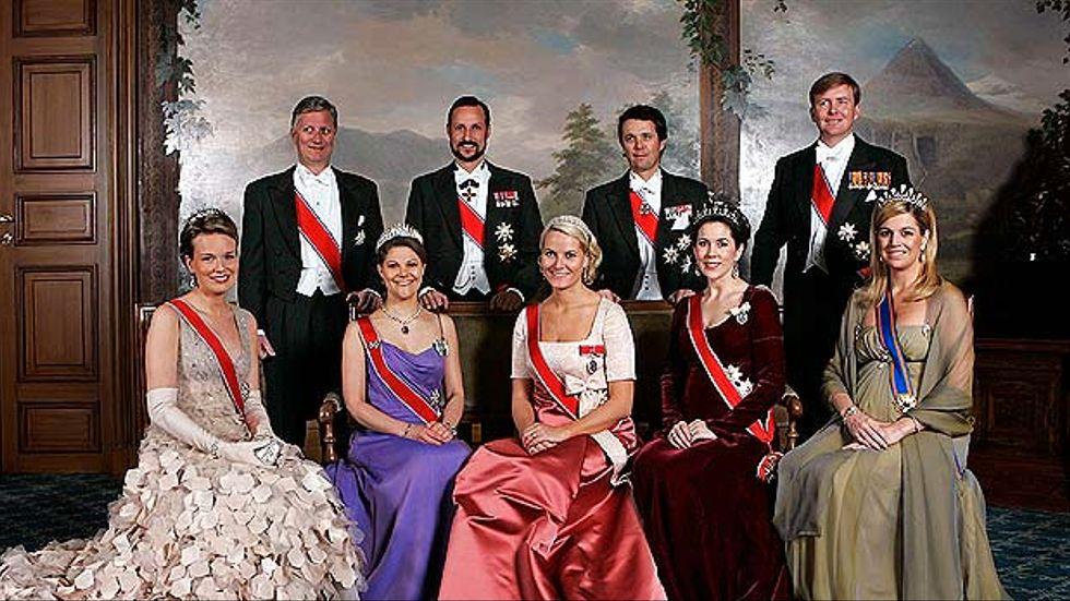 Gruppbild på kungliga slottet i Oslo, Norge 24 februari med anledning av kung Haralds 70 årsdag. Främre raden från vänster kronprinsessan Mathilde av Belgien, kronprinsessan Victoria av Sverige, kronprinsessan Mette-Marit av Norge, kronprinsessan Mary av Danmark och kronprinsessan Maxima av Nederländerna. Bakre raden från vänster kronprins Phillippe av Belgien, kronprins Haakon av Norge, kronprins Frederik av Danmark och kronprins Willem Alexander av Nederländerna.
