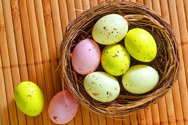 I de flesta kristna länder äter man ägg under påsken.