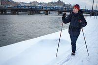 Stockholm i vinterskrud. Passa på och träna inför Vasaloppet, säger Jan Ottosson. Skidåkaren Janne på bilden kunde åka skidor hela vägen från Solna till jobbet vid Slussen.