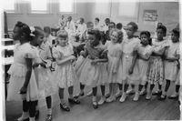Elever vid Barnard Elementary School i Washington D C, en av de första skolorna som övergav segregering, ett år efter Brown-domen.