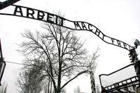 """I Auschwitz kompnerade en av dirigenterna i en av orkestrarna marschmusikstycket """"Arbeit macht frei""""."""