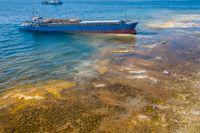 Lastfartyg har gått på grund vid Fårö – riskfylld bärgning