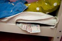 Pengar i madrassen. Ett säkert sätt att spara?