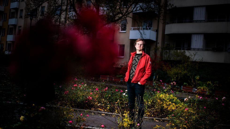 """""""Jag vill läsa en sådan litteratur som försöker ta sig an de stora frågorna och jag vill också skriva i den sfären. Det berikar livet"""", säger Jonas Gren."""