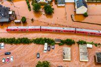 Den lokala tågstationen i Kordel, Tyskland står under vatten.